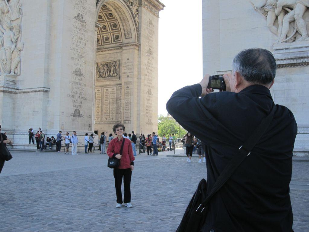 Đi một mình không ai chụp ảnh cho nên mình chụp ảnh người ta chụp cho nhau